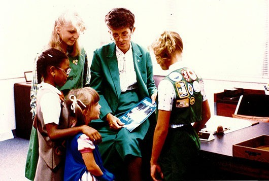 joyce_seymour_with_girl_scouts